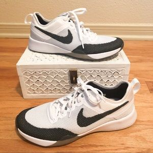 NWOT Nike Zoom Training Tennis Shoes size 6